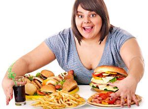 вредная еда у девушки