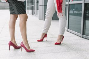 женщины на каблуках