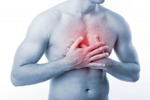 Боли в области грудины посередине