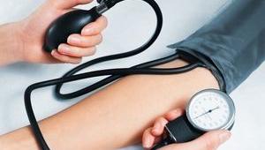 Изображение - Давление крови человека низкое izmerenie-davleniya-tonometrom