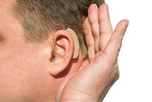 слуховой аппарат в ухе