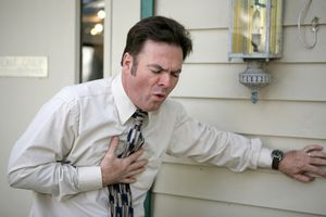 Infarkt - The first signs of a heart attack in men first aid