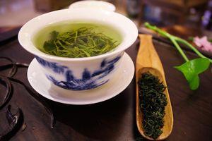 Повышает или понижает давление зеленый чай: горячий или холодный, крепкий, с лимоном, отзывы врачей, снижает или поднимает?