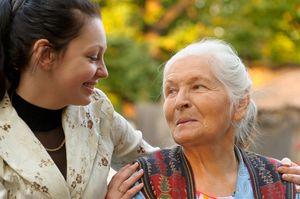 молодая девушка с мамой