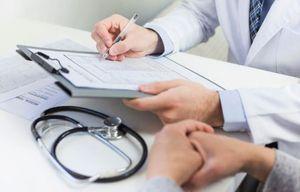 врач пишет рекомендации